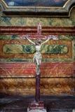 Attraversi sull'altare nella chiesa di St Leonard di Noblac in Kotari, Croazia Fotografia Stock Libera da Diritti
