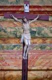 Attraversi sull'altare nella chiesa di St Leonard di Noblac in Kotari, Croazia Immagini Stock Libere da Diritti