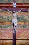 Attraversi sull'altare nella chiesa di St Leonard di Noblac in Kotari, Croazia Fotografia Stock