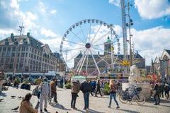 Attrazioni e Royal Palace a Amsterdam sul quadrato della diga netherlands Fotografia Stock
