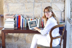Attrctive woman with laptop at home Royalty Free Stock Photos