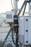 Attrezzatura ad alta frequenza con l'alimentatore dell'antenna per il telecommunicati Immagine Stock