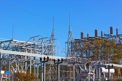 Attrezzatura ad alta tensione alla sottostazione elettrica Immagine Stock Libera da Diritti