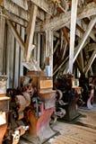 Attrezzatura antica del mulino del grano da macinare fotografia stock