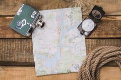 Attrezzatura del turista e della mappa Immagine Stock