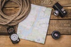 Attrezzatura del turista e della mappa Fotografia Stock Libera da Diritti