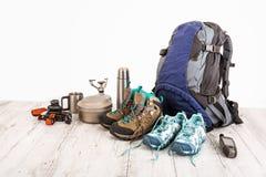 Attrezzatura del viaggiatore, scalatore, studente, adolescente Spese generali degli elementi essenziali per il giovane di sport m Immagini Stock