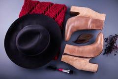 Attrezzatura della femmina di autunno Insieme dei vestiti, delle scarpe e degli accessori Fotografia Stock Libera da Diritti