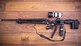 Attrezzatura della macchina fotografica sotto forma della mitragliatrice Immagini Stock Libere da Diritti