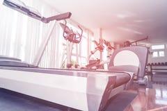 Attrezzatura di allenamento della palestra di forma fisica e della pedana mobile Immagine Stock