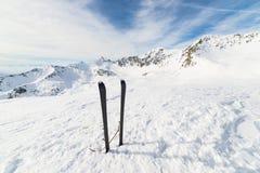 Attrezzatura di alpinismo sulla cima Fotografia Stock Libera da Diritti