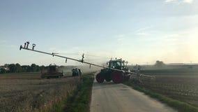 Attrezzatura di azienda agricola nell'azione video d archivio