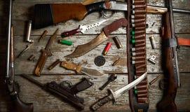 Attrezzatura di caccia su fondo di legno Fotografie Stock Libere da Diritti