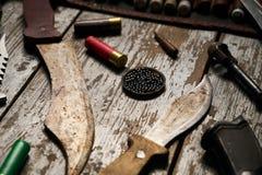 Attrezzatura di caccia su fondo di legno Fotografia Stock