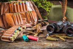 Attrezzatura di caccia in un silvicoltore della casa Immagine Stock