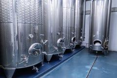 Attrezzatura di distillazione per l'alimento e l'industria delle bevande fotografie stock libere da diritti