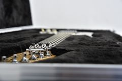 Attrezzatura di effetti della chitarra su fondo bianco immagini stock libere da diritti