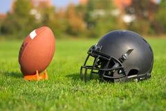 Attrezzatura di football americano utilizzata fotografia stock libera da diritti
