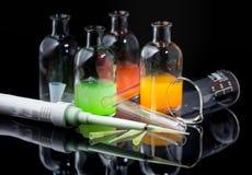 Attrezzatura di laboratorio, pipetta, provette Immagini Stock Libere da Diritti