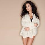 Attrezzatura di modello femminile splendida di Wearing Sexy Knit fotografia stock libera da diritti