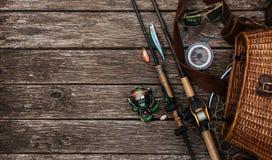 Attrezzatura di pesca e barretta di filatura immagini stock