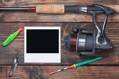 Attrezzatura di pesca e photoframe immagini stock