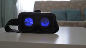 Attrezzatura di realtà virtuale video d archivio