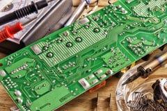 Attrezzatura di saldatura e riparazione dei bordi elettronici Fotografie Stock