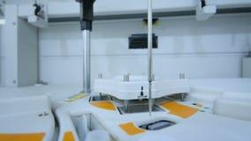 Attrezzatura e apparato per biochimica in un laboratorio moderno archivi video