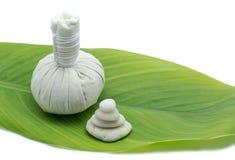 Attrezzatura e plumeria di massaggio Fotografia Stock Libera da Diritti