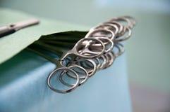 Attrezzatura medica, preparazione per chirurgia, clip sulla tavola fotografie stock