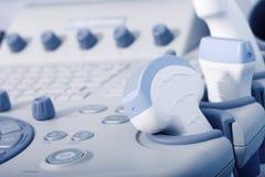 Attrezzatura medica, primo piano a macchina di ultrasuono fotografia stock