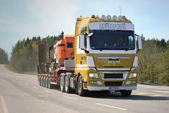 Attrezzatura mineraria di trasporti dei semi dell'UOMO TGX Immagine Stock