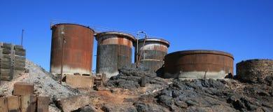 Attrezzatura mineraria in disuso, collina tagliata Fotografie Stock Libere da Diritti