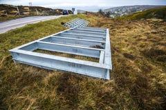 Attrezzatura per formare una nuova griglia del bestiame sulle colline sopra Gairloch sulla costa ovest degli altopiani della Scoz Immagine Stock
