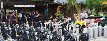 Attrezzatura per l'immersione e gli operatori subacquei, Koh Nanguan, Tailandia Fotografia Stock Libera da Diritti