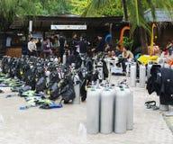 Attrezzatura per l'immersione e gli operatori subacquei, Koh Nanguan, Tailandia Fotografie Stock