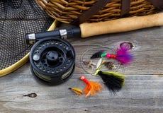 Attrezzatura per la pesca su legno rustico Fotografie Stock