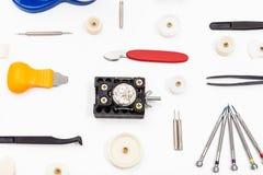 Attrezzatura per la riparazione dell'orologio su bianco Immagine Stock Libera da Diritti