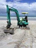 Attrezzatura per movimento di terra: escavatore sulla spiaggia - parte anteriore Immagine Stock Libera da Diritti