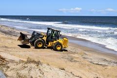 Attrezzatura pesante sulla spiaggia di Vilano, Florida dopo l'uragano Matthew Fotografia Stock Libera da Diritti