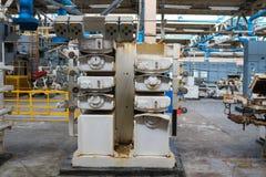 Attrezzatura potente di bello industriale del metallo della linea di produzione su raffinazione macchina costruziona dell'olio, p fotografie stock libere da diritti