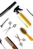 Attrezzatura professionale del parrucchiere sul verticale bianco di vista superiore del fondo Immagini Stock Libere da Diritti