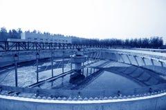 Attrezzature del fabbricato di trattamento di acque luride Immagini Stock Libere da Diritti