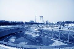 Attrezzature del fabbricato di trattamento di acque luride Fotografia Stock