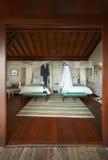 Attrezzature della sposa e dello sposo nella camera di albergo Fotografia Stock Libera da Diritti