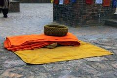 Attrezzature di un monaco tibetano Fotografia Stock Libera da Diritti