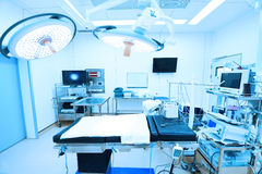 Attrezzature e apparecchi medici nella sala operatoria moderna Fotografie Stock