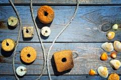 Attrezzature e coperture sul legname Immagini Stock