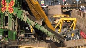 Attrezzature per la pulizia sul fiume in StPetersburg Russia stock footage